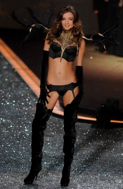 Miranda Kerr на Victoria's Secret Fashion Show (19.11.09)