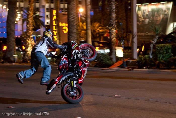 Трюки на мотоциклах фото