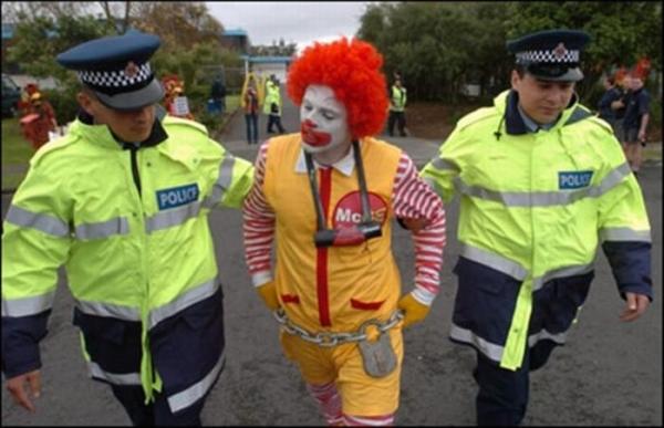 1269930330_funny_arrests_11.jpg
