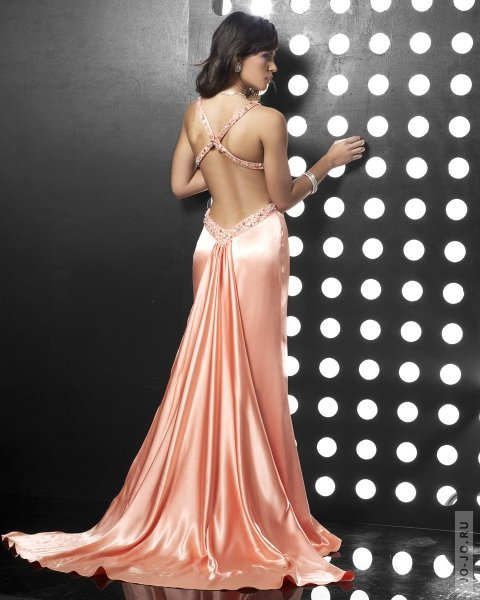Платья с открытой спиной 2011 нашего каталога вряд ли оставят Надев платье с открытой спиной...