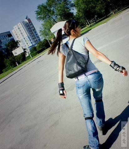 Фото девушка на роликах на аву