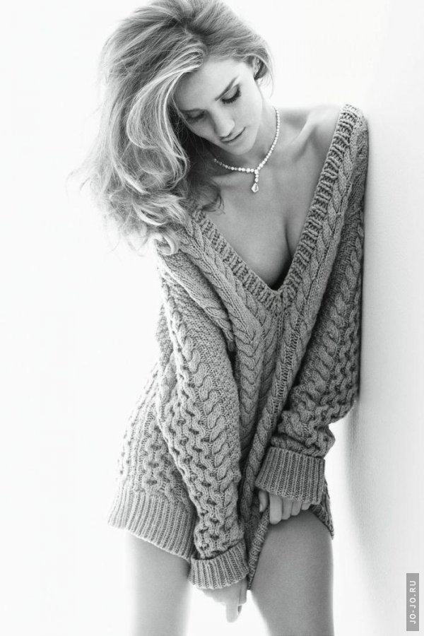 Rosie Huntington Whiteley - Vogue November 2011 Germany