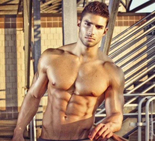 красивые мужчины с голым торсом: