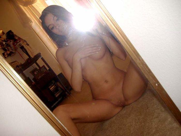 фото голой девушки в зеркале