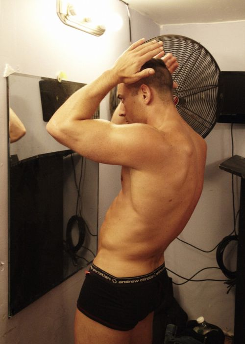 http://jo-jo.ru/uploads/posts/2012-07/1341474317_male_strippers_10.jpg
