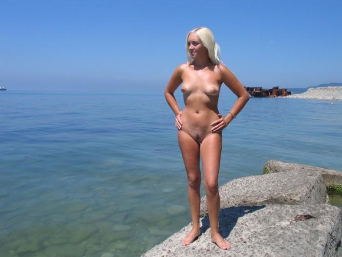 На море жена голая фото