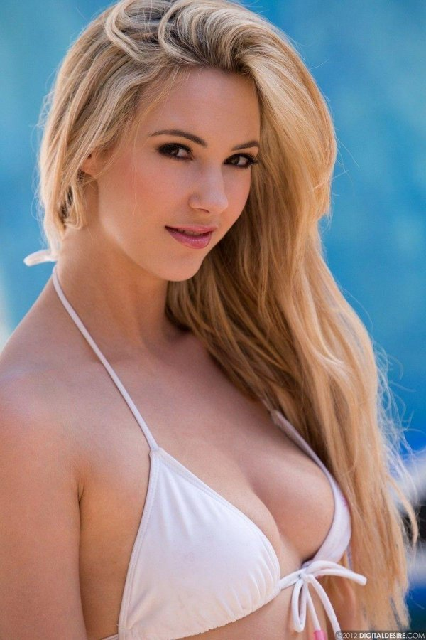 Directory Blonde Teen Gold Bikini 121