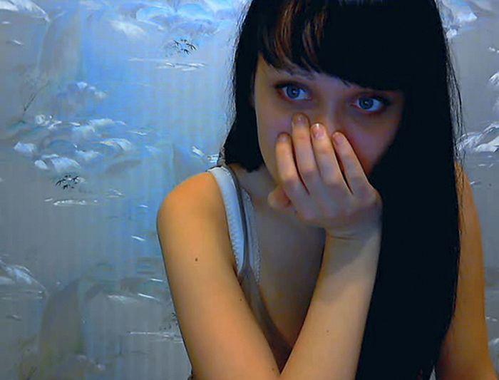 наше время девушка с вебкамерой шаг влево