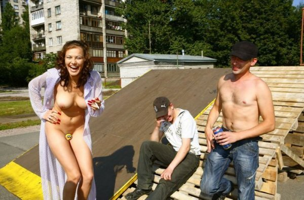 фото голые девки в питере