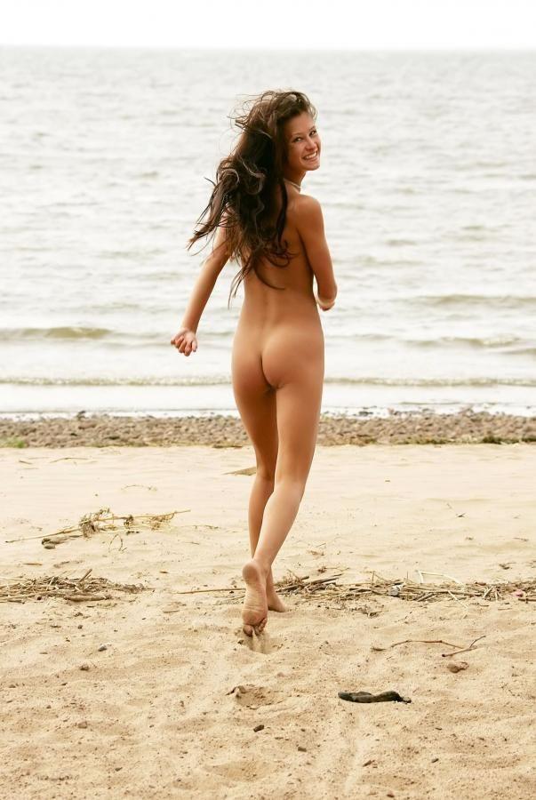 teens-topless-girls-running-chatelein-nude-sex