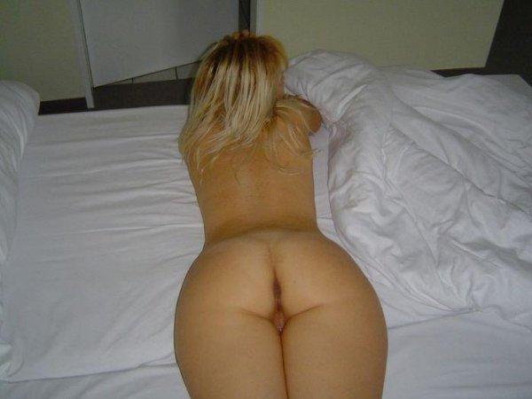 голые женщины лежа вид с зади фото
