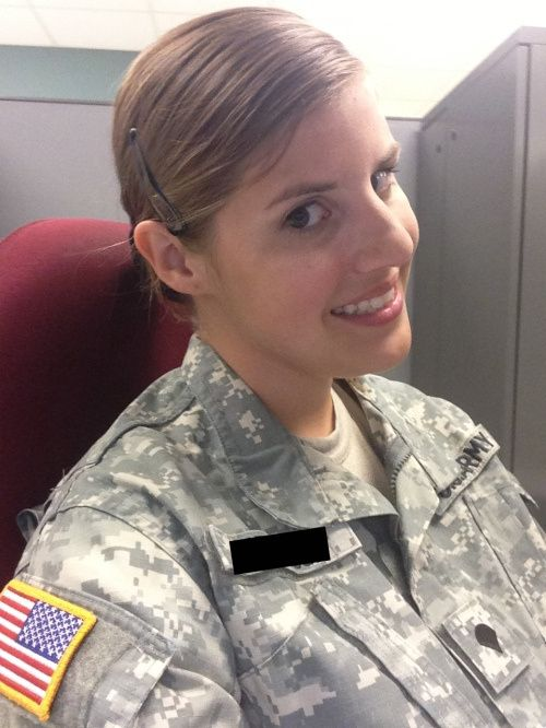 20 Девушки в военной форме (23 фото). alt.