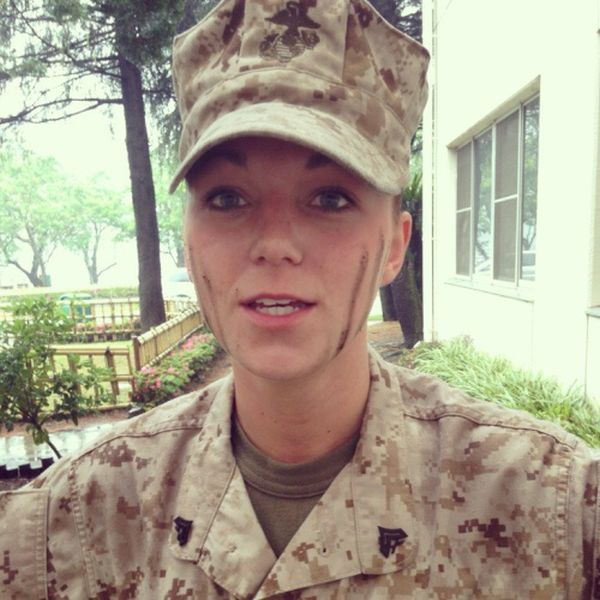22 Девушки в военной форме (23 фото). alt.