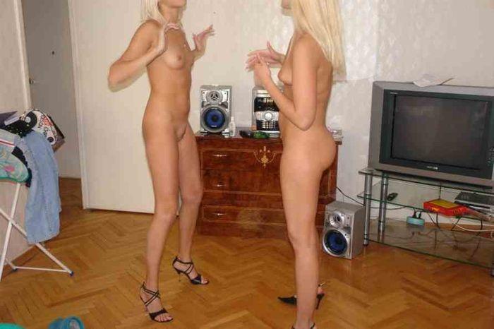 Подруги фоткают друг друга голыми фото, трахнул волосатую пизду в отеле