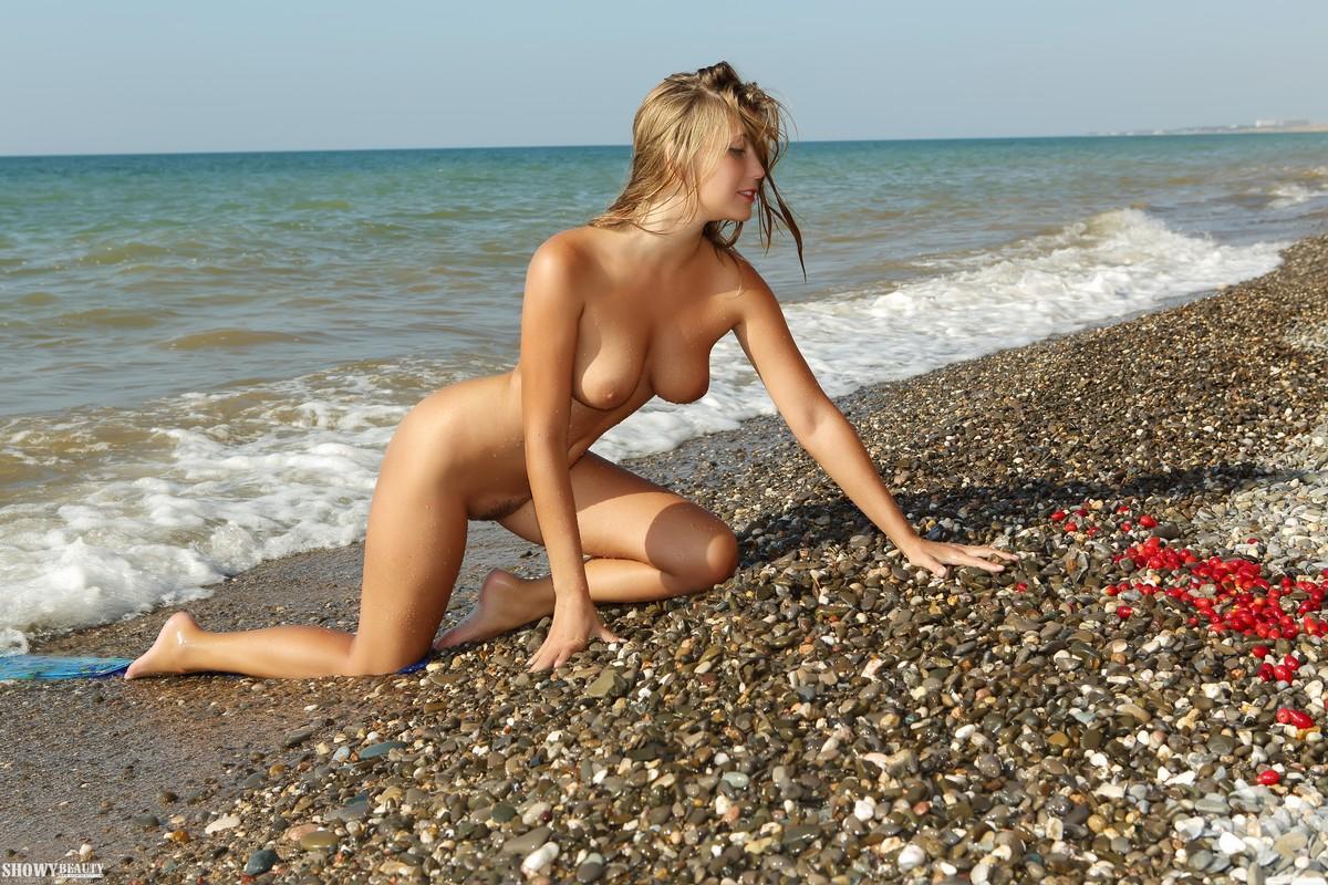 С женой на море голые видео, бутылка в попу на камеру