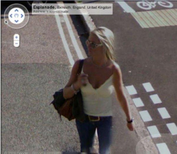 Девушки на Google Street View