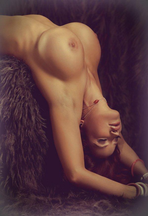 эро фото стоячая женская грудь