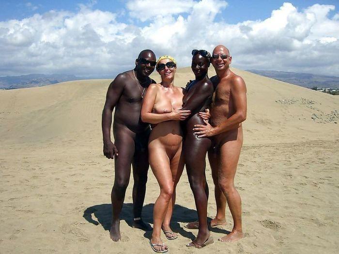 смотреть негры с огромными хренами ходят голые по пляжу