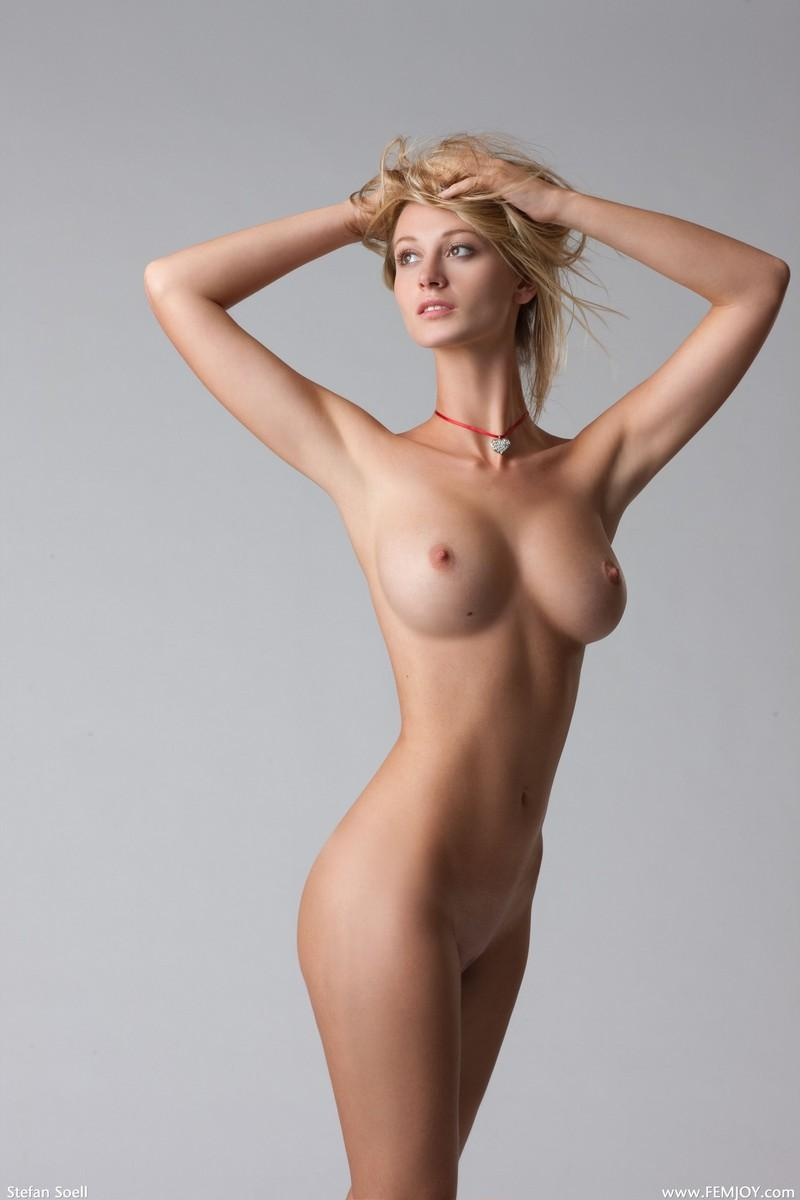 законопослушные обыватели фото худенькой девушки с большой грудью взяла ремень, беспрекословно