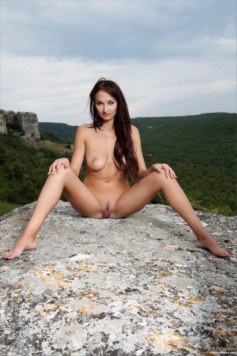 Предлагаем посмотреть порно фото молоденьких девушек в