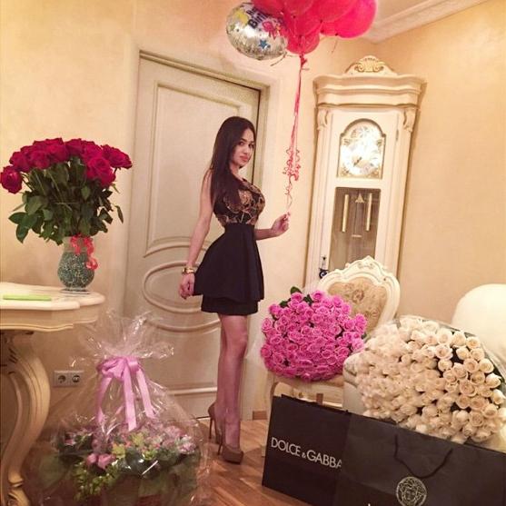 Красивое селфи девушек с цветами