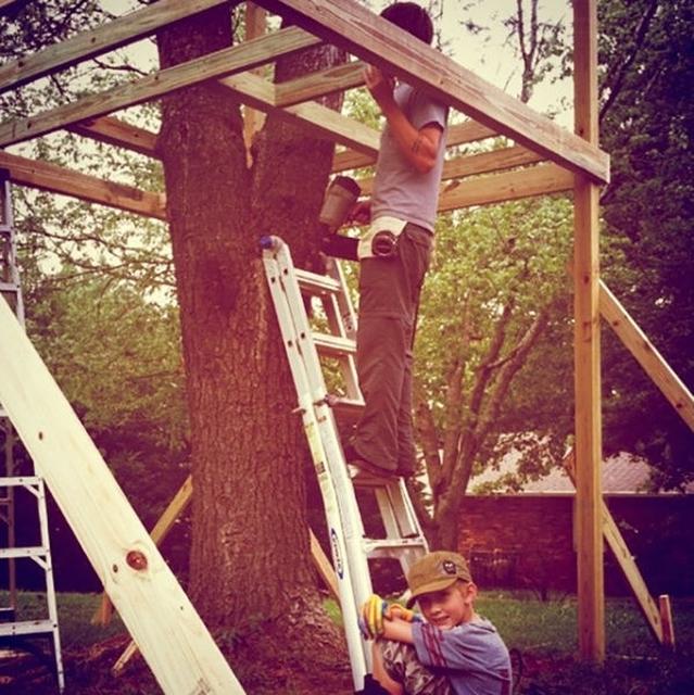 Как сделать дом на дереве своими руками для детей во дворе 48