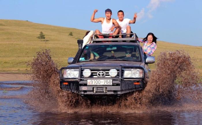 Фотографии со страниц монгольских пользователей соцсетей