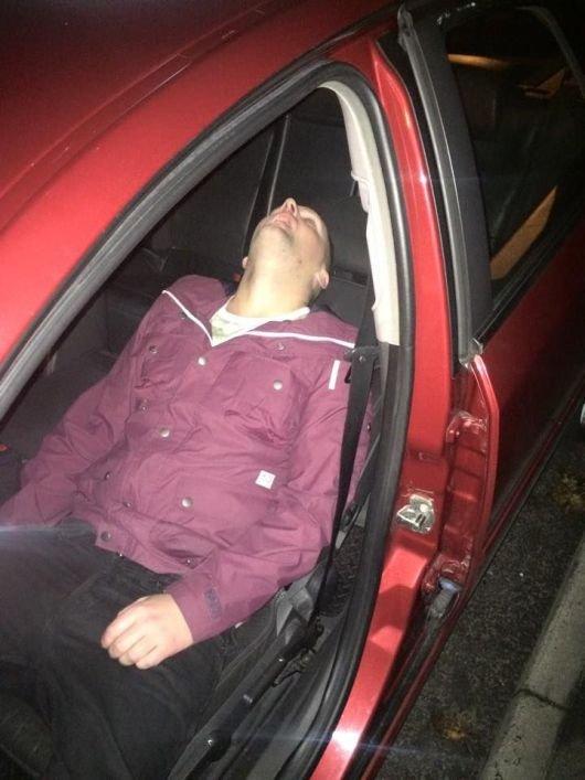 Смотреть как таксист разводит пассажирок такси на минет 12 фотография