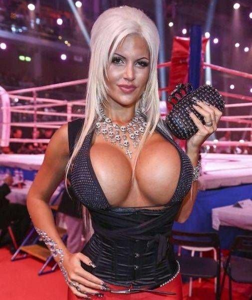 Big tit blonde bombshell Candy Sexton showing off her stunning ass  654357