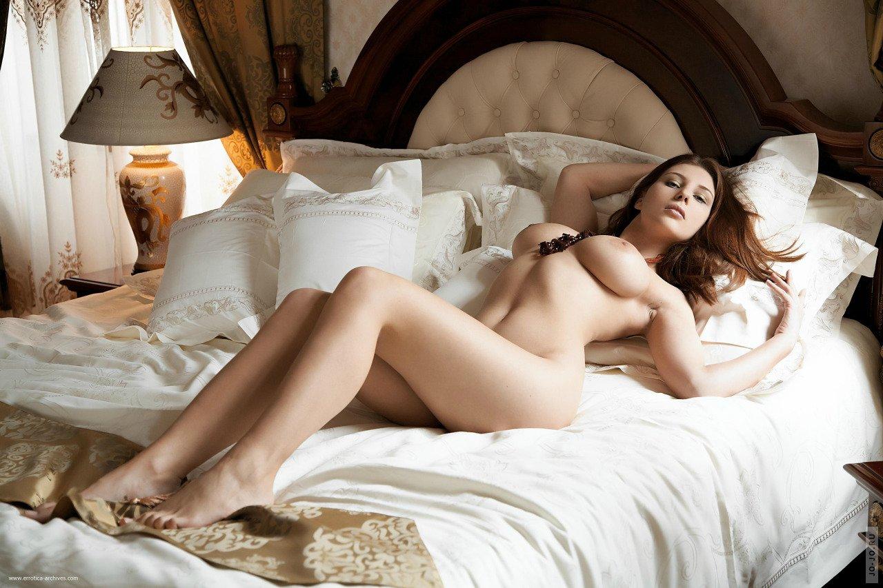 Фото голых девушек постеле, Голые в постели - фото девушек и женщин 20 фотография