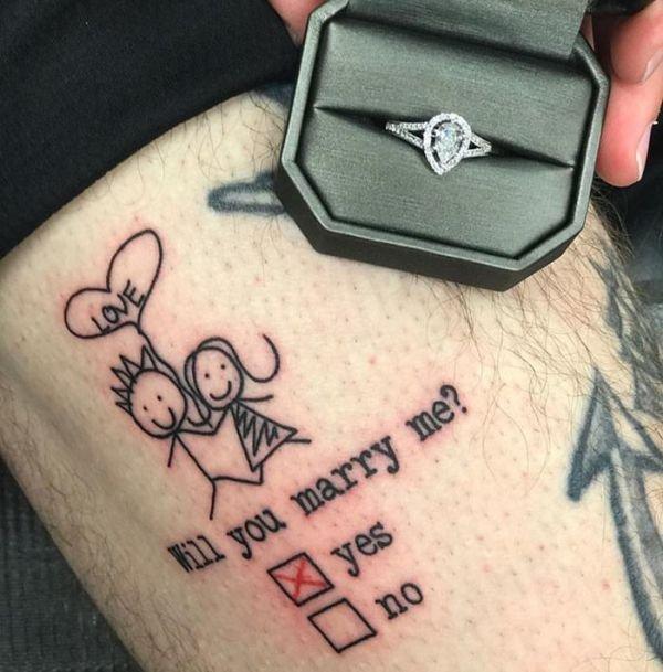 Необычное предложение с помощью весьма креативной татуировки (4 фото)