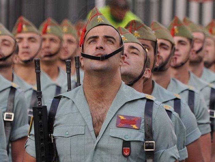 Парадная форма испанских легионеров (7 фото)