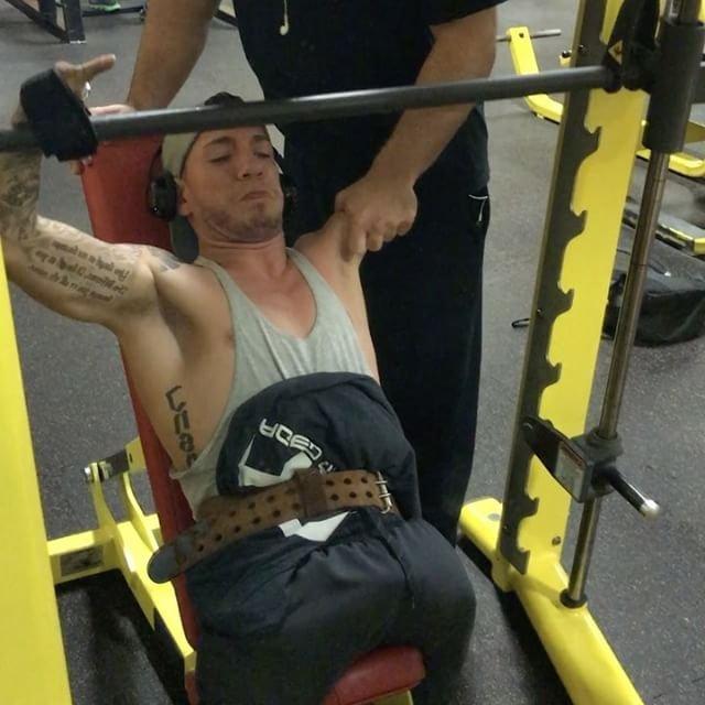 Американец без ног и руки увлекся бодибилдингом (13 фото)