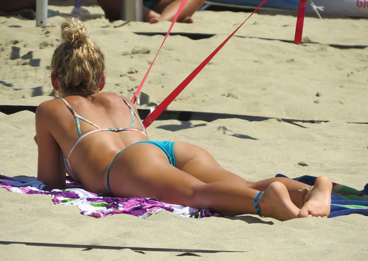 Лето. Пляж. Вид сзади лучше (31 фото)