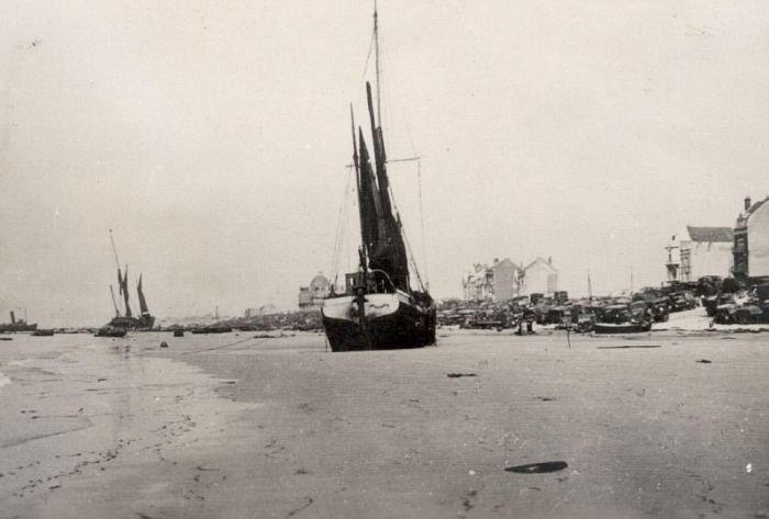 Французский город Дюнкерк после эвакуации 1940 года (21 фото)