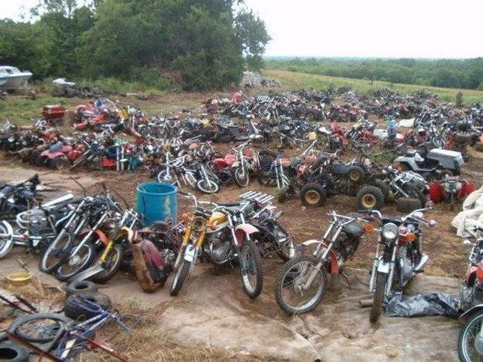 Кладбище мотоциклов в США (13 фото)