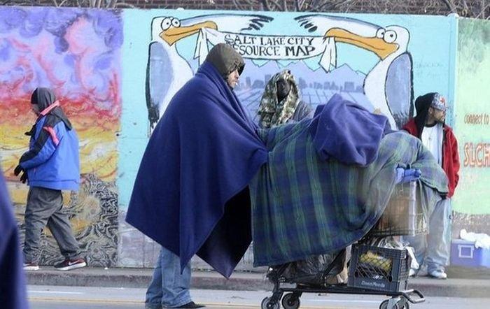 Мэр городского округа Солт-Лейк-Сити Бен МакАдамс пожил жизнью бездомного (4 фото)