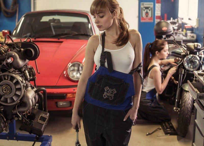 Сексуальные девушки, машины и мотоциклы (35 фото)