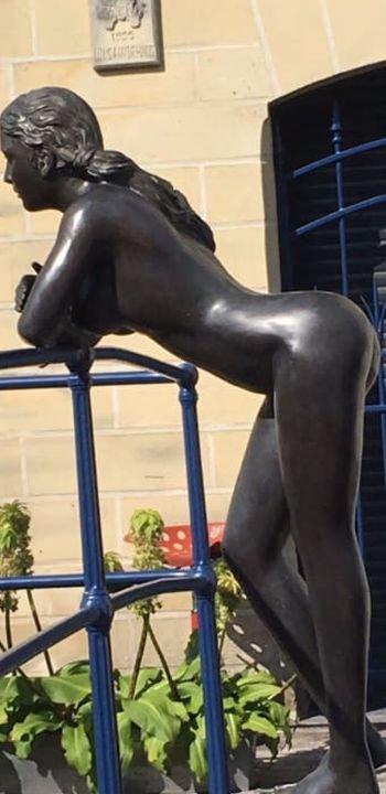 Красивая скульптура в Нидерландах (2 фото)