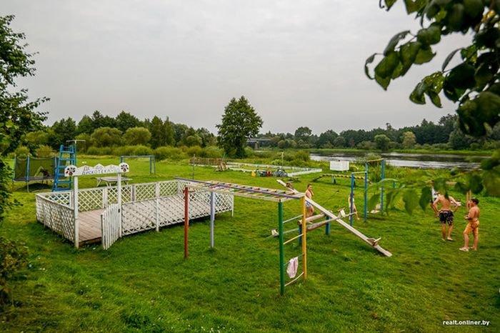 В Беларуси пенсионера заставляют снести построенный им «сельский аквапарк» (11 фото)