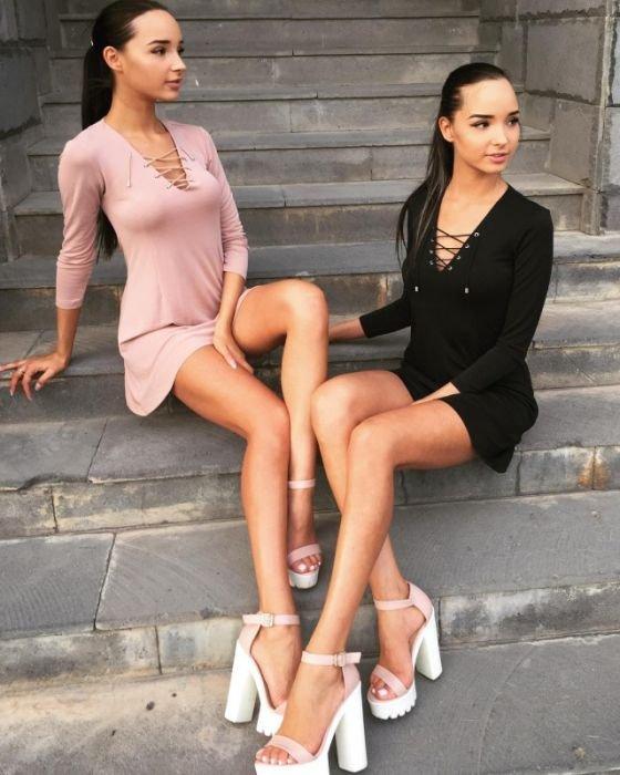 Красавицы в платьях и девушки приотрывающие грудь (75 фото)