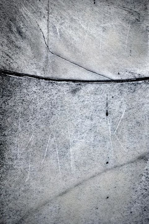 Житель Киргизии нацарапал свое имя на мемориале Линкольна (3 фото)