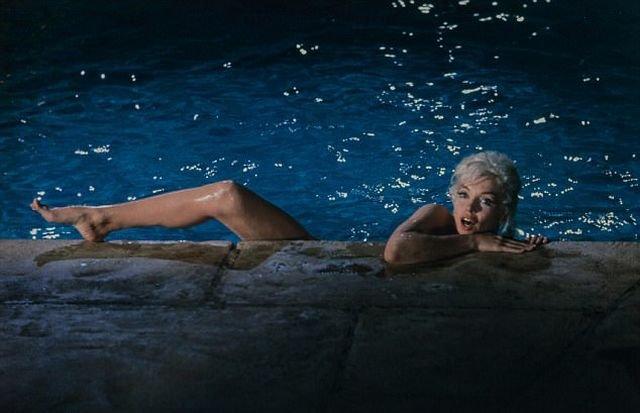 На аукционе в Нью-Йорке продадут 12 интимных снимков актрисы Мэрилин Монро (4 фото)