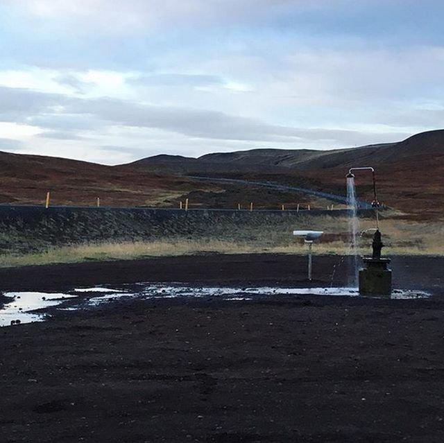 В Исландии находится самый открытый в мире душ (10 фото)