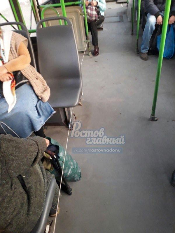 Находчивый водитель «починил» автобус (3 фото)