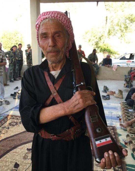 Надежное оружие сирийского ополченца (2 фото)