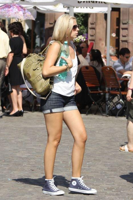 Девушки с улиц (35 фото)