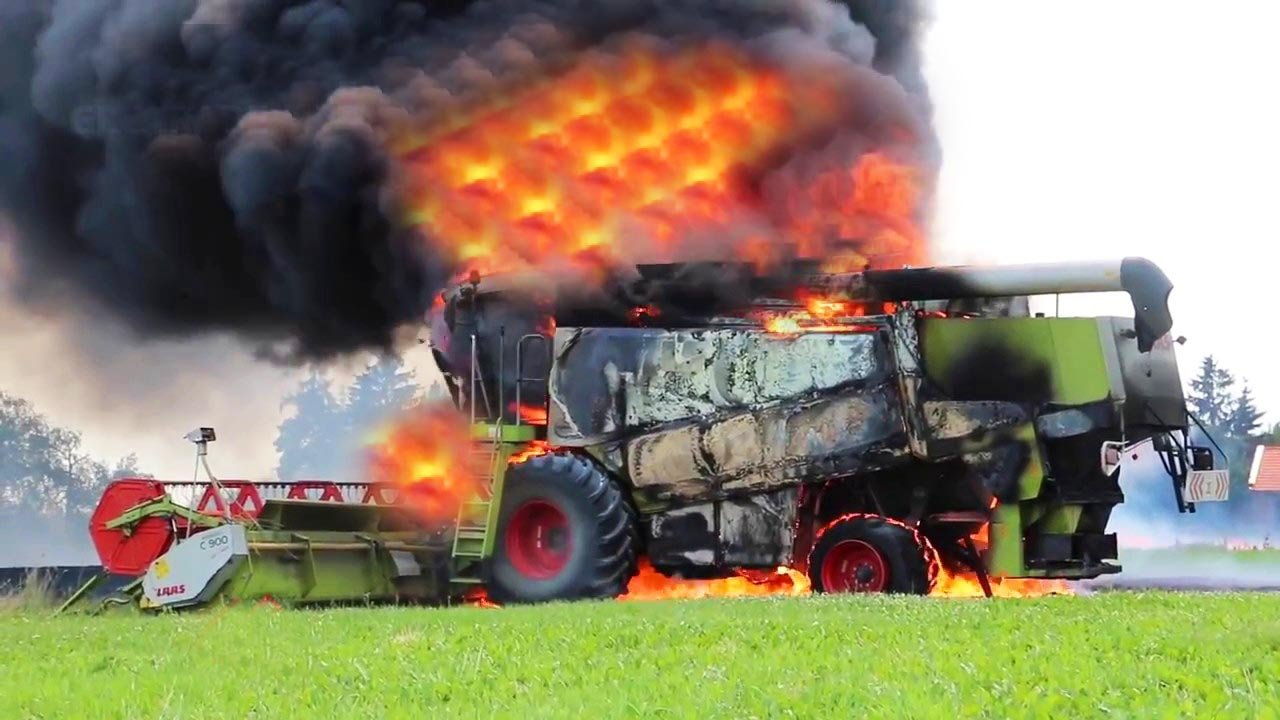 Горящие тракторы и комбайны