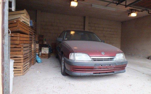 Opel Omega 1992 года с пробегом 705 км выставили на продажу (13 фото)