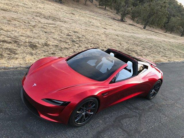 Компания Tesla представила грузовой электрокар Semi и суперкар Roadster (6 фото)